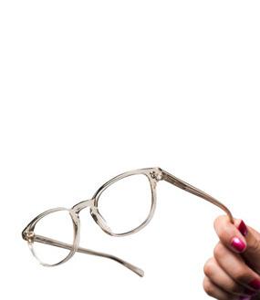 Från säsongens stilsäkra must haves till våra most wanted glasögonbågar. I  vår webbshop klickar du enkelt hem dem. Titta in så får du se! ebc1829aa8fb6